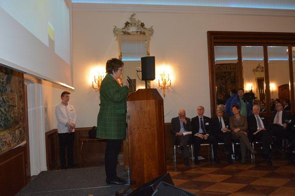 Staatssekretärin Brigitte Zypries versicherte in Ihrer Rede, das Interesse der Bundesregierung, die Wirtschaftsbeziehungen zu den Nowruz-Ländern auszubauen und dabei den Iran zu berücksichtigen