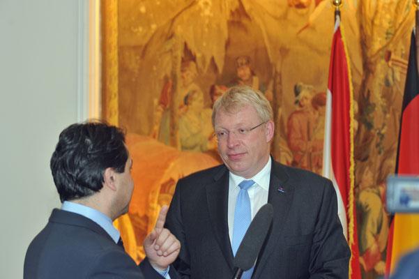 Dr. Ralf Kleindiek, Staatsrat, Behörde für Justiz und Gleichstellung beim Interview durch tadschikische TV