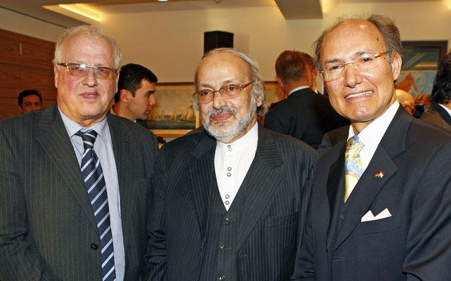 Eberhard J. Trempel (l.), General Director des  German Global Trade Forum Berlin, S.E. Alireza Sheikh Attar (m.), Botschafter der Islamischen Republik Iran, und Honorarkonsul von Tadschikistan Kourosh Pourkian (r.)