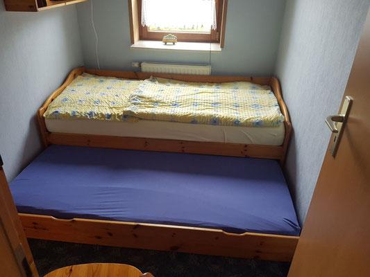 Kinderbett mit ausziehbaren Schlafplatz