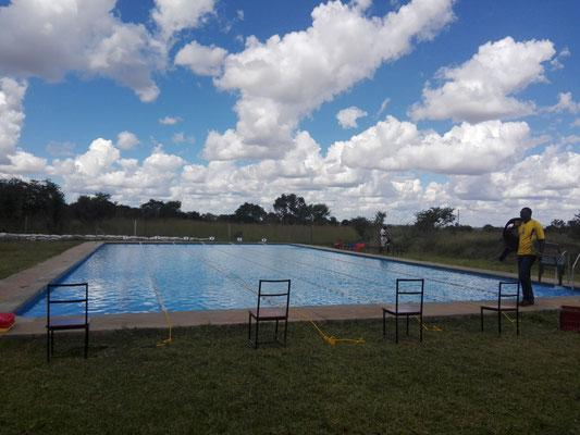 Der Pool wird für den Wettkampf vorbereitet