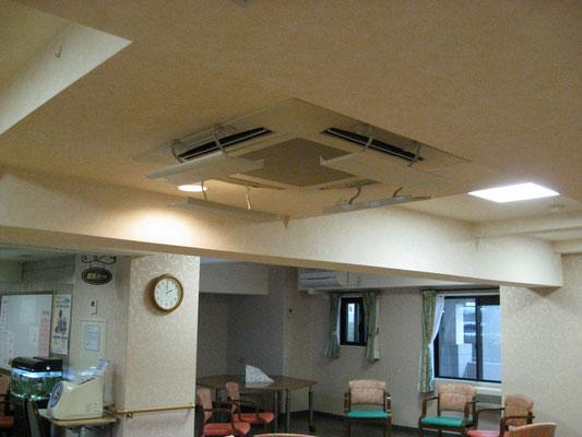天井が低いため、直接風が 当たらないように、カバーを設置