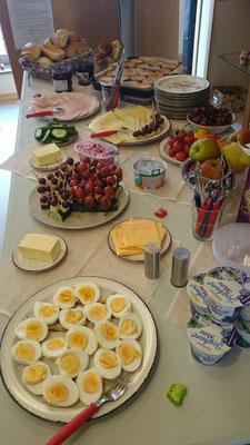 Unser Dank geht an Frau Nagel und Frau Schaper-Lücking, die dieses leckere Frühstück zusammengestellt und betreut haben