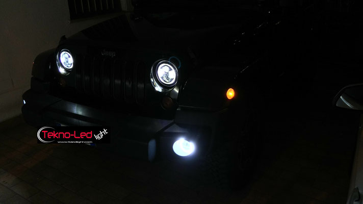 JEEP WRANGLER monta Coppia Fari FULL LED Mod. TKLFAR-40 ORANGE e Coppia FENDINEBBIA LED Mod. FEN 2-30 con ANGEL EYES