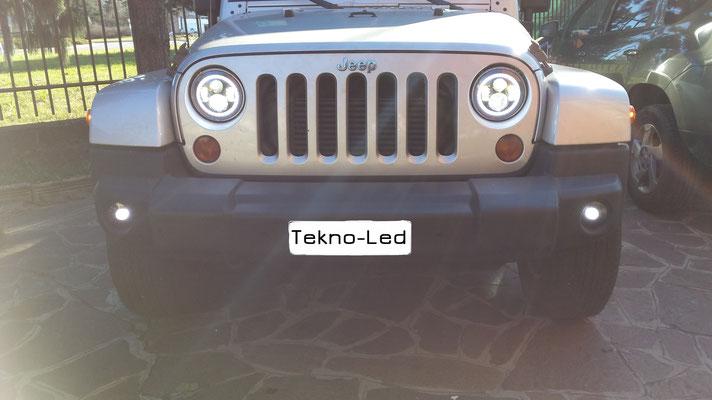JEEP WRANGLER monta Coppia Fari FULL LED Mod. TKLFAR-40-ORANGE - Dettaglio Angel Eyes Diurni + Anabbagliante e Abbagliante