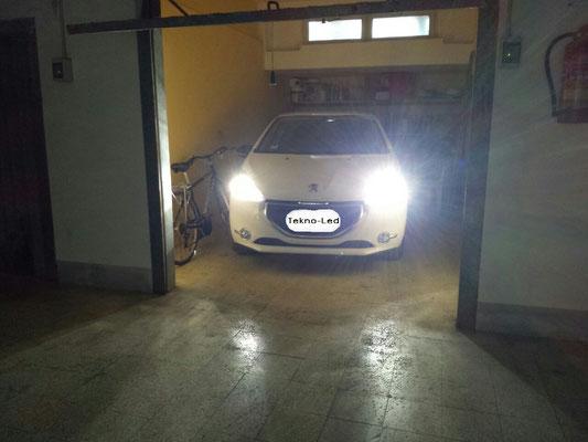 PEUGEOT 208 monta un kit LED Auto mod. TKL9-H7 Abbagliante - Canbus - UPDATE
