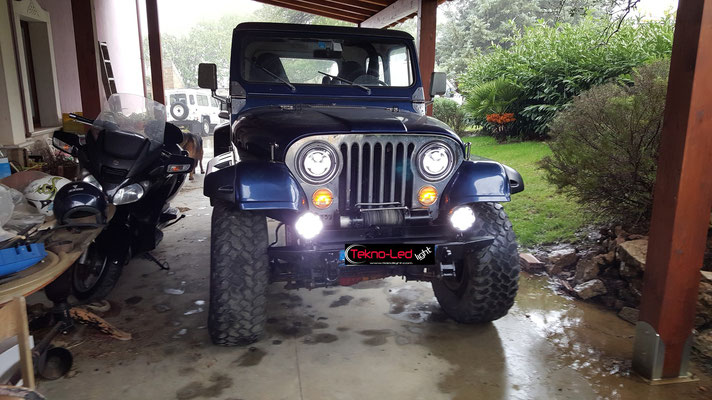 JEEP CJ 7 monta Coppia Fari FULL LED Mod. TKLFAR-40-ORANGE + FARETTO LED DLR Mod. FAR 60-60