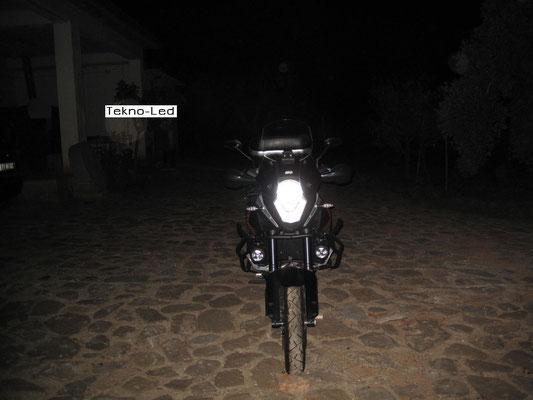 DUCATI 1098 monta 1 Kit LED Auto mod. TKL9-H11 CANBUS - 2 lampadine + 2 centraline - Vista Frontale