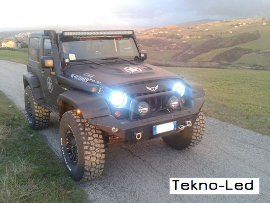 JEEP WRANGLER monta Coppia Fari FULL LED Mod. TKLFAR-40-ORANGE e barra LED sul TETTO mod. CR96X3 - COMB