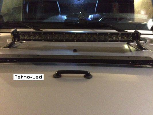 JEEP Wrangler RUBICON monta: una Barra LED mod. SLIM 20x5 - COMBI (cofano)