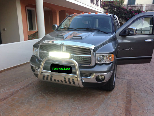 Dodge RAM 1500 - 5700cc benzina da 345CV monta una barra LED mod. CR2X10X10