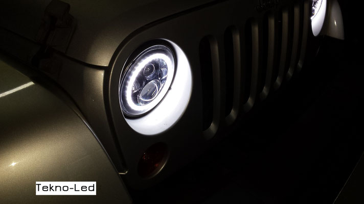 JEEP WRANGLER monta Coppia Fari FULL LED Mod. TKLFAR-40-ORANGE - Dettaglio Angel Eyes Diurni al buio
