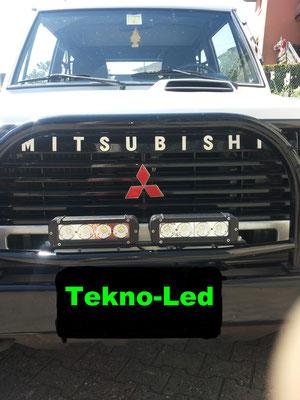 MITSUBISHI Pajero monta 2 barre LED mod. CR4X10 e 1 kit LED mod. TKL6-H4