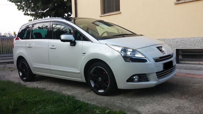 Peugeot 5008 monta un kit LED Auto mod. TKL6-H7