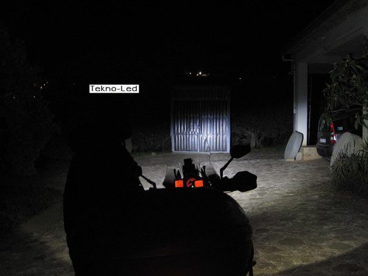 DUCATI 1098 monta 1 Kit LED Auto mod. TKL9-H11 CANBUS - 2 lampadine + 2 centraline - Fascio Anabbagliante