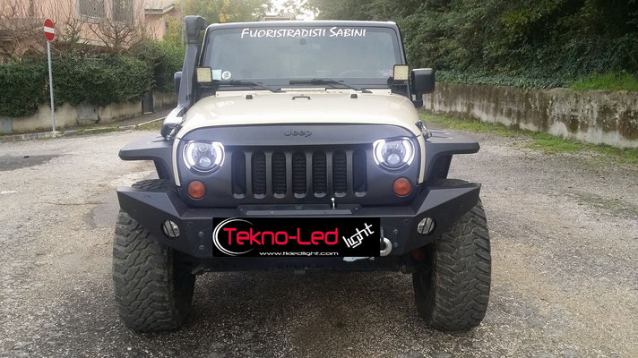 JEEP WRANGLER monta Coppia Fari FULL LED Mod. TKLFAR-60-WHITE - Angel Eyes Accesi