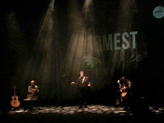 The warmest place. Julio García (guitarra), Rubén Melogno (voz) e Isidro Solera (kalimba)