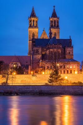 Magdeburger Dom und Elbe am Abend