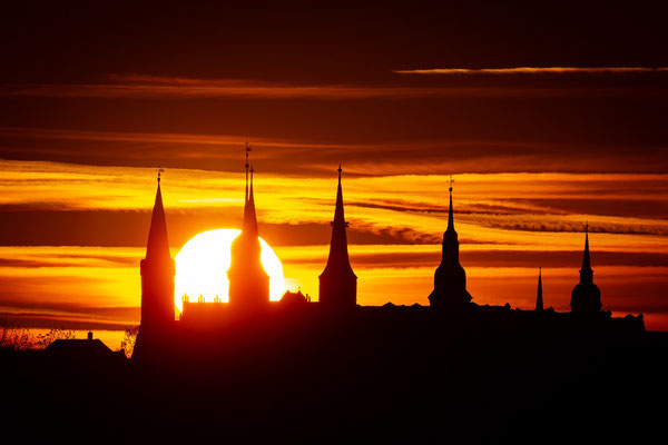 Sonnenuntergang hinter Schloss Merseburg