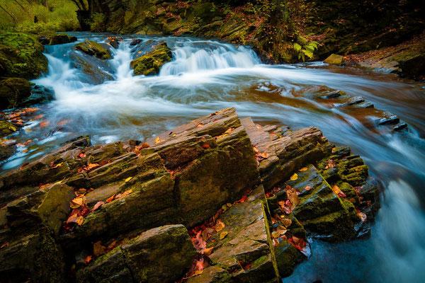 Wasserfall im Harz im Herbst