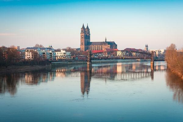 Dom und Elbe in Magdeburg im Winter