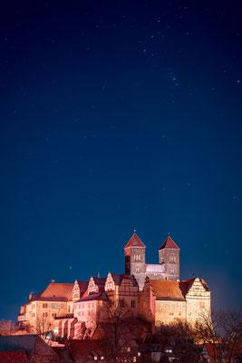 Schloss in Quedlinburg unter Sternen im Winter