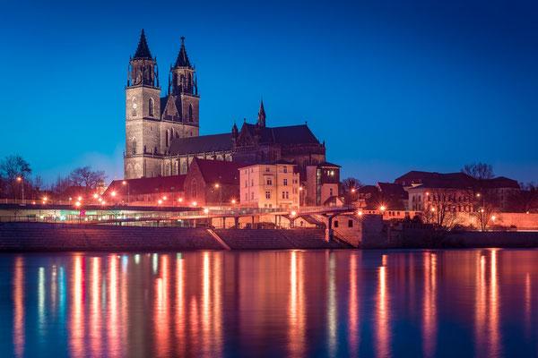Dom und Elbe in Magdeburg am Abend