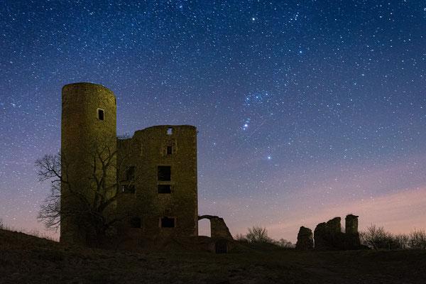 Burg Arnstein im Harz unter Sternen