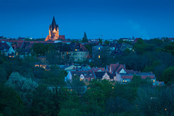 Blick zur Pauluskirche am Abend