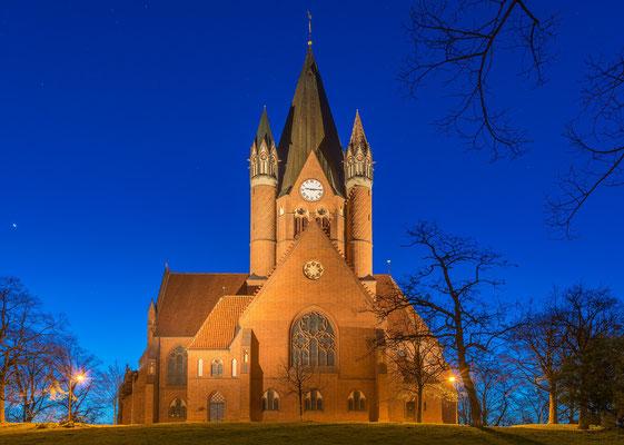 Pauluskirche unter Sternen im Winter