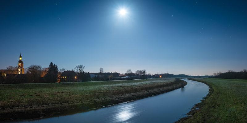 Mond und Sterne über der Elster in Lochau - Schkopau