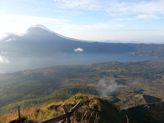 Mount Batur Bali Vulkan Wanderung Abstieg ins Tal