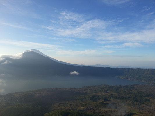 Mount Batur Bali Trekking Abstieg ins Tal