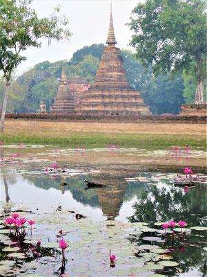 Sukhothai Thailand Sehenswürdigkeiten Ruine des Traphang Ngoen
