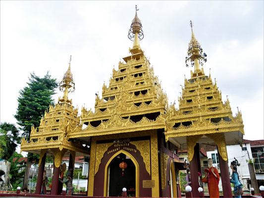 Penang Sehenswürdigkeiten Burmese Buddhiest Tempel