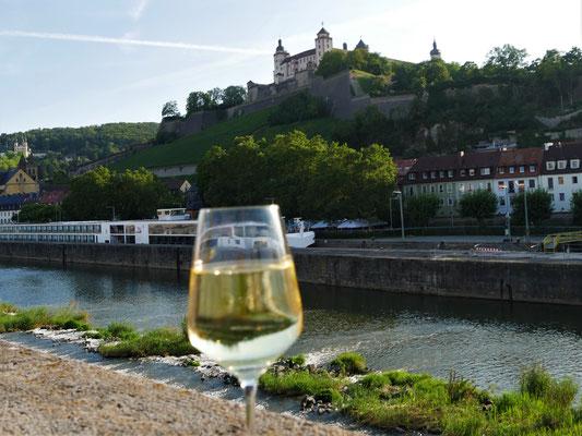 Würzburg Reisen Brücke Wein