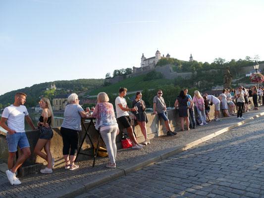 Würzburg Reisetipps Brücke Wein