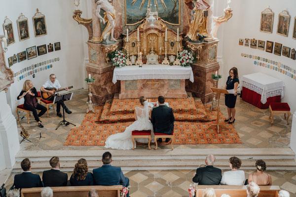 Hochzeitsrednerin Ursula Weber Leonhardikirche Dietramszell - Foto: Walter Worm Photography