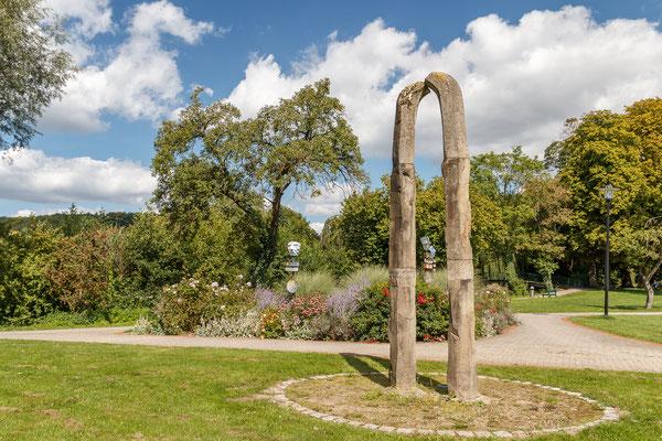 """Skulptur """"Friede durch Anerkennung der Verschiedenheit"""" - Peter Paul Medzech"""