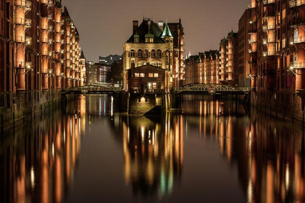 Hamburg, Poggenmühlenbrücke (Wasserschloss)