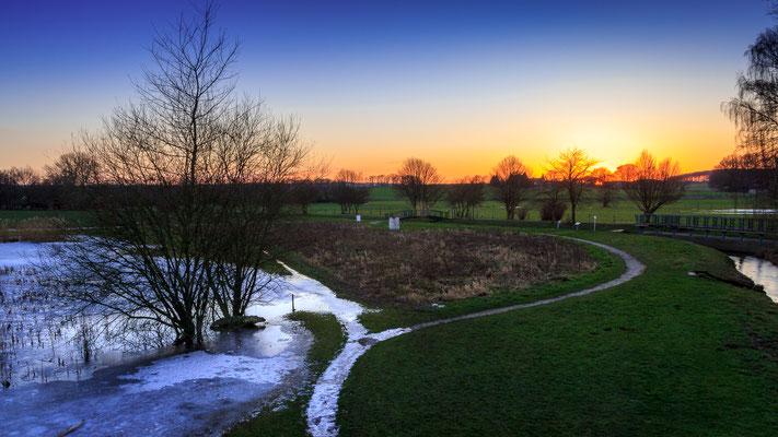 Winterlicher Sonnenuntergang an der Bifurkation in Melle-Gesmold