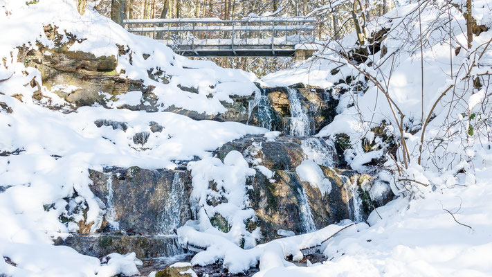Wasserfall am Grünen See in Melle-Markendorf - Winter 2021