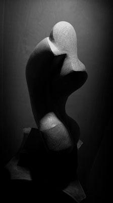 VIOLENZA. Terracotta patinata 45x25x60