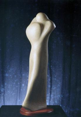 """GLI AMANTI. Gesso patinato. CRITICA: """"La sapiente e moderna esposizione dei volumi nello spazio si pone in sintonia con la linea più evoluta dell'arte scultorea italiana."""""""