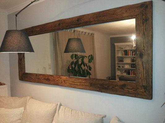 Spiegel mit Rahmen aus über 100 Jahre altem Holz