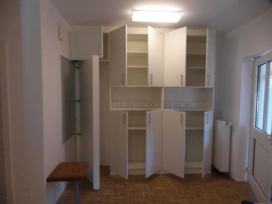 Garderobe mit Zählerkastenverbau