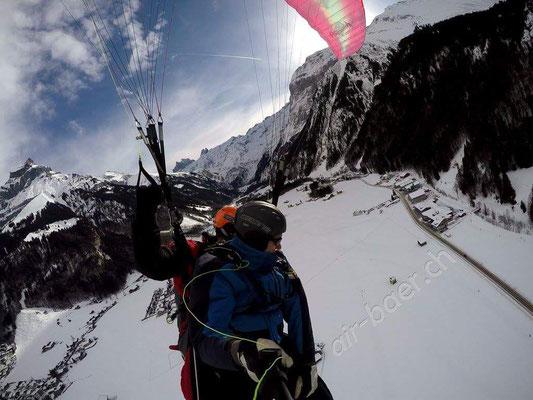 Flug über Engelberg im Winter
