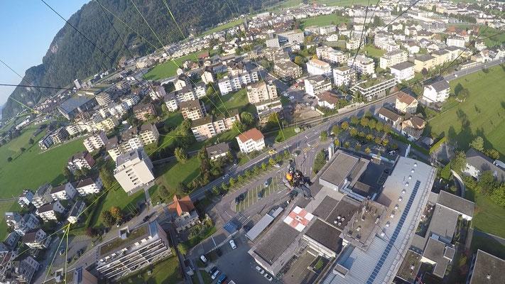 über dem Kantonsspital Nidwalden beim Landeplatz Stans