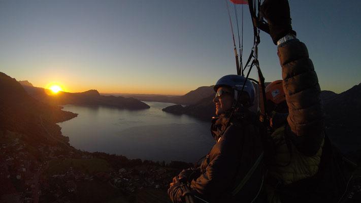 Wenn bei andern Tandem-Unternehmen der Flugtag endet, beginnt bei air-baer.ch das fliegerische Abenteuer erst. (Sonnenuntergangflug am Niederbauen)