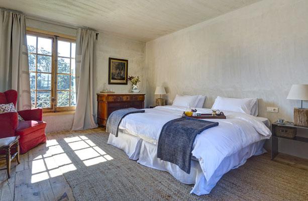 El hotel cuenta con cinco dormitorios y una suite